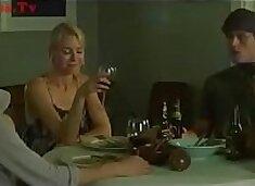 Dua ibu fucks dengan mereka anak laki-laki [seks adegan dari film]
