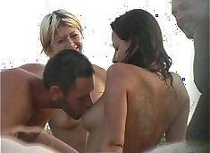 Beach friends hidden oralsex