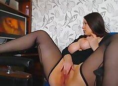 Curves girl masturbating when watching porn