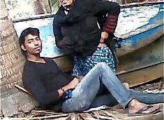 Desi couple caught fucking outdoor